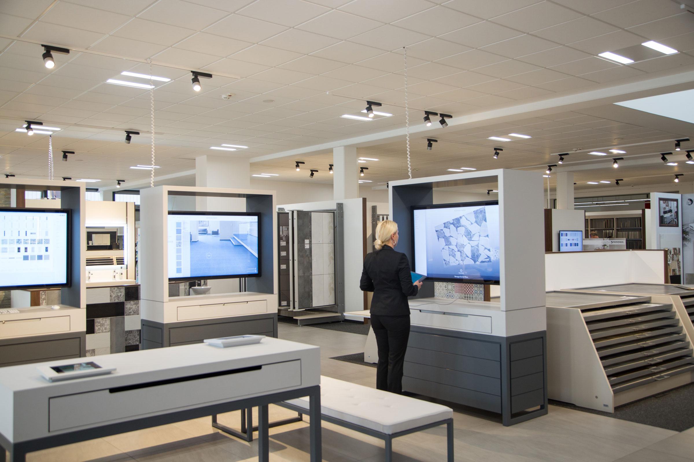 Sukzessive werden alle Niederlassungen des Fliesenfachhandels Keramundo mit einer digitalen Beratungs-Loungeausgestattet. (Foto: Keramundo)